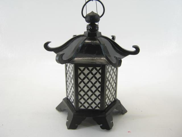 吊り灯籠 B