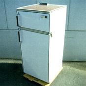 電気冷蔵庫13