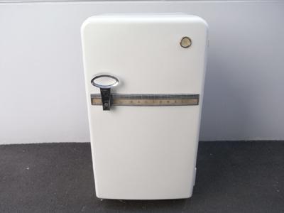 電気冷蔵庫15