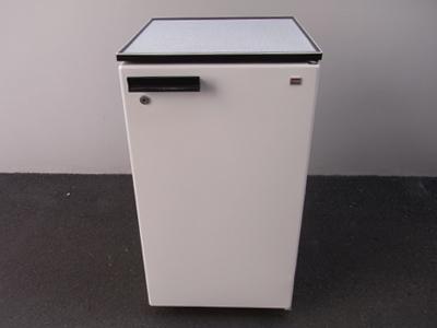 電気冷蔵庫16